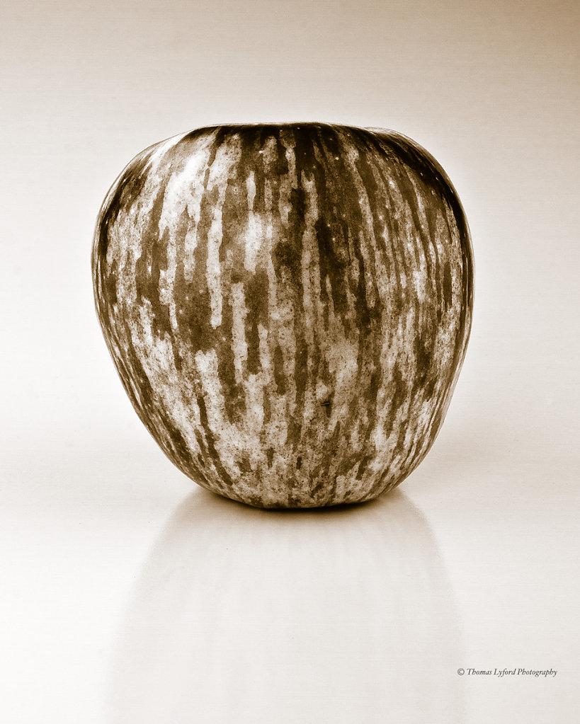 bw-apple-4x5-ratio-web.jpg